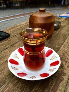 Üsküdar'da bir yorgunluk çayı, tazelenmek için.