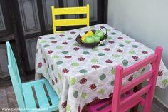 Cadeiras coloridas na decoração - Como reformar suas cadeiras velhas - Casinha Arrumada