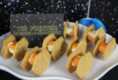 Throw the most amazing Star Wars party. Star Wars party decorations, food and party favors. Star Wars party games for both boys and girls. Birthday party ideas for kids, teens and adults who are fans of the galaxy! Star Wars Party Decorations, Star Wars Party Games, Theme Star Wars, Star Wars Food, Star Wars Day, Star Wars Party Food Snacks, Star Wars Essen, Anniversaire Star Wars, Ultimate Star Wars