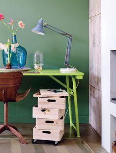 Una oficina limpia y ordenada es limpio y funciona bien. Almacene todas sus plumas, papel y otros artículos de papelería en este carro casero!