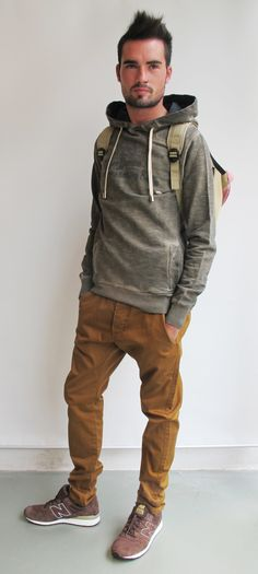 #wilcolook#moda#hombre  Nice hoodie and khakis. That's me