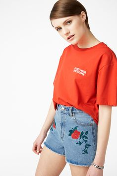 Look, we know your awesome and you know you're awesome. But there's no harm in repeating it, right? This loose fit, embroidered statement tee in 100% cotton makes sure that everyone will know just how great u are.