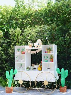 Fun Cactus Party Set up - See more amazing party trends for 2016 at B. Party Animals, Animal Party, Decoration Cactus, Party Decoration, Party Fiesta, Taco Party, Birthday Party Themes, 2nd Birthday, Party Stuff