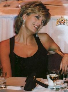 c88f18349171084a7c7605d670b913ab--princess-diana-hair-princess-diana-fashion.jpg (366×500)