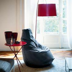is born the armchair Sacco, designed by three young designers, Piero Gatti, Cesate Paolini e Franco Teodoro for Zanotta. Atelier Theme, Cool Furniture, Furniture Design, Italian Furniture, Home Decor Inspiration, Decor Ideas, Gift Ideas, Modern Decor, Minimal Decor