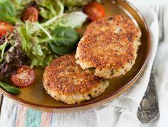 ¿Estás cuidando tu salud y tu figura y necesitas recetas nuevas para innovar tus comidas? Hoy te enseñaré a hacer estas ricas hamburguesas de quinoa.Son muy fáciles de hacer y realmente saludables, te encantará tenerlas en tu mesa.¿Te animas a probarlas?Ingredientes:1 taza de quinoa cocida por 15 min.1/2 cebolla