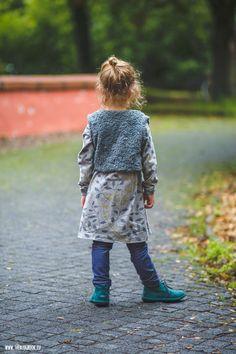theblogbook | sewing | dress with raglan sleeves, denim leggings and vest, lillestoff, klimperklein, ottobre