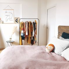 Afgebeeld: onze Poppy Blush bedding ♥. Bijzonder zacht beddengoed van gecertificeerde Egyptische katoen, met satijnweving en een draaddichtheid van 340. Kleur: licht roze - wit.