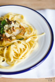 Spaghetti with zucchini, tomatoes and silvered almonds. Zucchini, Spaghetti, Autumn, Vegan, Ethnic Recipes, Food, Fall Season, Essen, Fall
