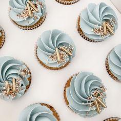 Blue Cupcakes, Pretty Cupcakes, Vanilla Cupcakes, Birthday Cupcakes, Cake Decorating Techniques, Cake Decorating Tips, Cookie Decorating, Cupcake Cake Designs, Cupcake Cakes