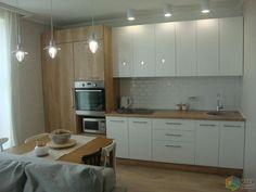 Диван и обеденный стол в кухне гостиной