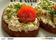 Topinky s pomazánkou z Nivy recept - TopRecepty.cz Salmon Burgers, Baked Potato, Hamburger, Appetizers, Food And Drink, Treats, Vegan, Baking, Ethnic Recipes
