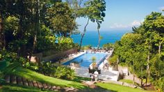 Los Altos Beach Resort & Spa, Manuel Antonio National Park, Costa Rica: The elegant infinity pool is a relaxing spot surrounded by lush jungle.