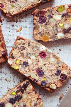 Paleo Fruit and Nut Breakfast Bread ~ this amazing chunky quick bread is grain free, and dairy free, with no added sugar. It's also an ingenious way to use up all the random dried fruit and nuts in your cupboards. Paleo Recipes, Real Food Recipes, Low Carb Recipes, Cooking Recipes, Breakfast Bread Recipes, Paleo Breakfast, Breakfast Fruit, Desayuno Paleo, Paleo Fruit