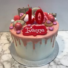 Tarta buttercream con dripp rosa. Cupcakes, Birthday Cake, Desserts, Pink, Fondant Cakes, Lolly Cake, Candy Stations, Cookies, One Year Birthday