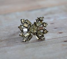 BEAUTIFUL vintage rhinestone bow ring by TheCastOffQueen on Etsy, $18.00