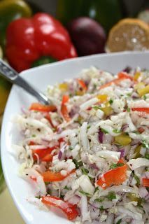 Moim zdaniem warto wyrobić sobie nawyk przygotowywania surówki do obiadu, bo tak naprawdę to chwila pracy, a nie dość że dostarczymy naszym ... Potato Salad, Salads, Rice, Potatoes, Cooking Recipes, Ethnic Recipes, Polish, Food, Red Peppers