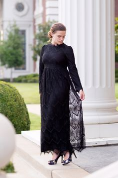 Elegance at its best: the Ever-So-Lovely Dress in black by Dainty Jewell's | Modest Fashion & Bridesmaid Styles www.daintyjewells.com