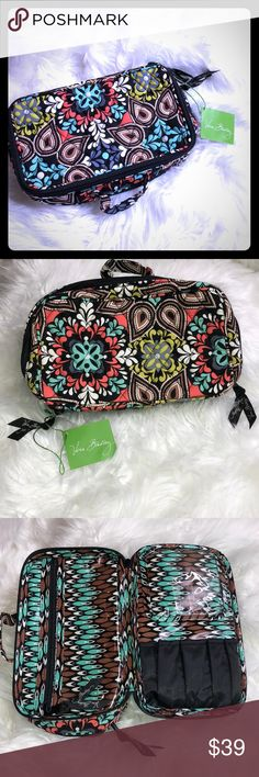 Vera Bradley Blush and Brush Makeup 💄 Case Super cute and new with tags VB makeup bag Perfect condition Vera Bradley Bags Cosmetic Bags & Cases