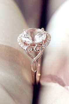 Bague Diamant – Tendance 2018 : 18 Beautiful Engagement Rings That Only Look Expensive - Jewelry Beautiful Wedding Rings, Wedding Rings Rose Gold, Beautiful Engagement Rings, Gold Engagement Rings, Wedding Jewelry, Wedding Engagement, Gold Wedding, Dream Wedding, Oval Engagement