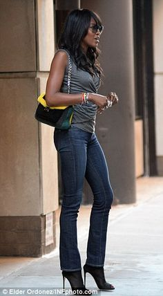 Supermodel Naomi Campbell transforms Madison Avenue into her own personal catwalk while clad in casual skinny jeans | Daily Mail Online