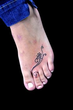 Beautiful flower design tattoo on feet and fingers