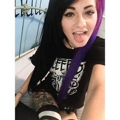 Hey there I'm Shannon! My power is that I can control nature, I guess. Uh, I'm single and bi. I also love to draw and listen to music. Cute Emo Girls, Shannon Taylor, Bryan Stars, Dope Makeup, Dying My Hair, Rocker Girl, Emo Hair, Scene Girls, Good Hair Day