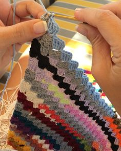 Corner to corner crochet. Easy Crochet Blanket, C2c Crochet, Manta Crochet, Single Crochet Stitch, Tapestry Crochet, Crochet Squares, Crochet Baby, Knitting Stiches, Crochet Stitches