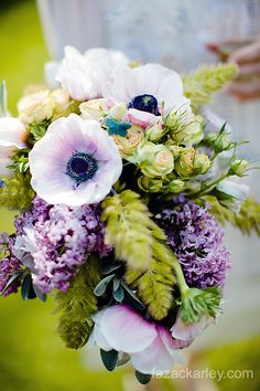 Love this #bouquet with #anenomes