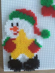 Snemand med stjerne Hama Mini, Christmas Perler Beads, Christmas Cross, Fuse Bead Patterns, Beading Patterns, Fuse Beads, Pearler Beads, Bead Crafts, Diy And Crafts