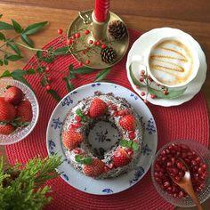 Chocolate-cake strawberry & pomegranate topping 週末にチョコレートケーキを焼きました イチゴとザクロを飾ったらクリスマス風になりました 11月最後の日はなんだか寒いです 秋服着ないうちにまたしまわなきゃいけないのがあります さあ暖かいお茶でひと息ついて 今週も元気にがんばりましょう #クリスマスケーキ #onmytable #チョコレートケーキ#手作りケーキ#sweets#cake#strawberry#coffee#homemadecake#food#instafood#dessert #手作りおやつ#コーヒータイム#暮らし#冬#クリスマス気分 by kiko_yummy