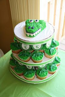 Alligator cake and cupcakes