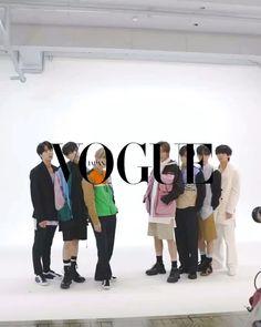 V Bts Cute, I Love Bts, Bts Lockscreen, Bts Jungkook, Taehyung, Kpop Gifs, Foto Jimin, Bts Dancing, Bts Funny Videos