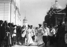 Romanovs going to see the  'prayer stone' of St.Seraphim of Sarov - 1903.