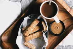 Coconut Macadamia Biscotti + Poor Man's Mocha Healthy Vegan Breakfast, Breakfast Recipes, Healthy Eating, No Bake Desserts, Dessert Recipes, Delicious Vegan Recipes, Paleo Recipes, Free Recipes, Edible Food