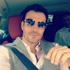 David Zepeda tuteó esta imagen sin título, el 4 de septiembre de 2012. ¿Quién necesita título cuando una foto vale más que mil palabras? Aquí nos muestra por qué todas las mujeres se mueren por él… Es guapo, elegante, sensual y sobre todo un verdadero galán.