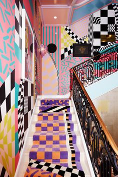 A mix between the century French Rococo and Italian Memphis Milano, Sasha Bikoff's stair art is the perfect design merge. Memphis Design, Stair Art, Memphis Milano, French Rococo, Top Interior Designers, 80s Interior Design, Design Interiors, Aesthetic Rooms, House Colors