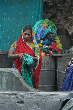 Dhobi Walli (Washerwoman) in India In This World, People Of The World, Indus Valley Civilization, Amazing India, India And Pakistan, India Colors, Asian History, Belle Photo, Art Drawings