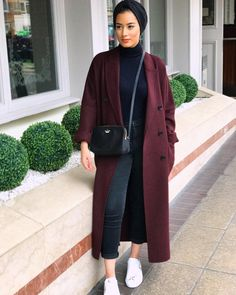 maroon coat with hijab-Winter stylish hijab collection – Just Trendy Girls maroon coat with hijab-Winter stylish hijab collection – Just Trendy Girls Hijab Chic, Modest Fashion Hijab, Stylish Hijab, Modern Hijab Fashion, Street Hijab Fashion, Milan Fashion Week Street Style, Casual Hijab Outfit, Hijab Fashion Inspiration, Autumn Street Style