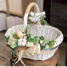 Easter Table Decorations, Basket Decoration, Shabby, Basket Flower Arrangements, Wedding Gift Baskets, Easter Wallpaper, Wicker Picnic Basket, Flower Girl Basket, Easter Party