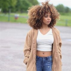 I love her hair Kinky Curly Hair, Curly Girl, Curly Hair Styles, Natural Hair Styles, Natural Hair Growth, Natural Curls, Pelo Afro, Colored Curly Hair, Pelo Natural