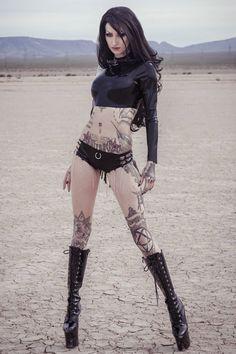 Gothic and Amazing Awesome babe Hot Goth Girls, Gothic Girls, Goth Beauty, Dark Beauty, Dark Fashion, Gothic Fashion, Latex Fashion, Chica Dark, Estilo Dark