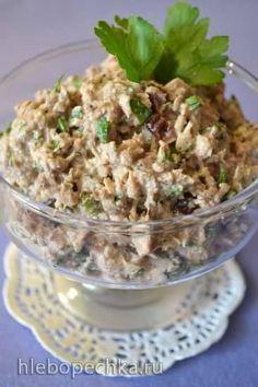 Паштет из сардин с авокадо Ингредиенты  Сардины, скумбрия, сайра1 баночка (240 грамм) в масле, или собственном соку Сметана густая (постный майонез)1 ст.л. с верхом Сок лимона1 ст.л. Джем кисло-сладкий1-2 ч.л. по вкусу Петрушка свежая1-2 ст.л. по вкусу Авокадо свежее½ шт.