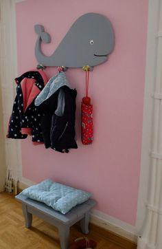 Fuchsgestreift: DIY Wal-Kindergarderobe aus Holz - Home Diy Best Decors Scrap Wood Crafts, Childrens Wardrobes, Baby Room Design, Kids Wood, Easy Diy Crafts, Wooden Diy, Kids Furniture, Diy For Kids, Decoration