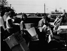 #tbt -- Sander Hall move in day 1982 in honor of housing assignments coming out soon!  Tweet us which res hall you'll be living in to find your neighbors!