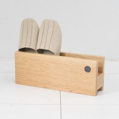 b2c wood entrance series [ slippers rack single] by sarasa design
