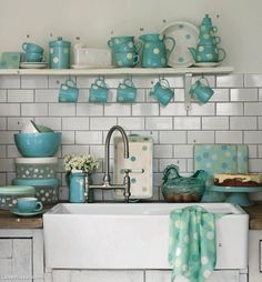 Thousands of curated home design inspiration images by interior design professionals, architects and decorators. Inspiration for every room in the home! Cottage Kitchens, Home Kitchens, Home Design, Bath Design, Cocina Shabby Chic, Kitchen Decor, Kitchen Design, Turquoise Kitchen, Aqua Kitchen