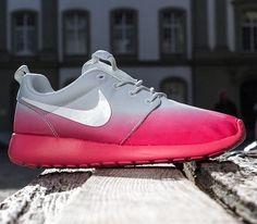 Nike WMNS Roshe Run – Light Base Grey / White – Geranium
