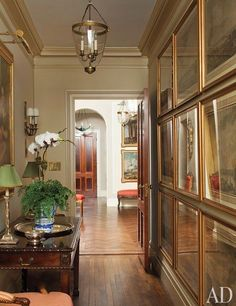 This Park Avenue Apartment Embodies a Storied Past and OldWorld Charm is part of - Four generations of family possessions get a fresh setting when an adventuresome design team takes on Fernanda Kellogg and Kirk Henckels's apartment Architectural Digest, Park Avenue Apartment, New York City Apartment, Manhattan Apartment, Design Entrée, House Design, Hall Design, Design Ideas, Beautiful Interiors
