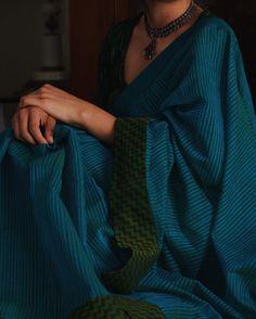 This color combination man! Indian Look, Indian Ethnic Wear, Formal Saree, Saree Jewellery, Sari Design, Indian Fashion Trends, Modern Saree, Simple Sarees, Ethnic Sarees